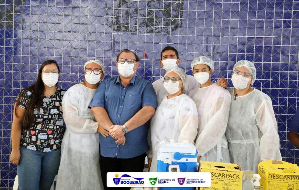 Secretaria de Saúde inicia vacinação contra a Covid-19 para pessoas com 40 anos ou mais, sem comorbidades.