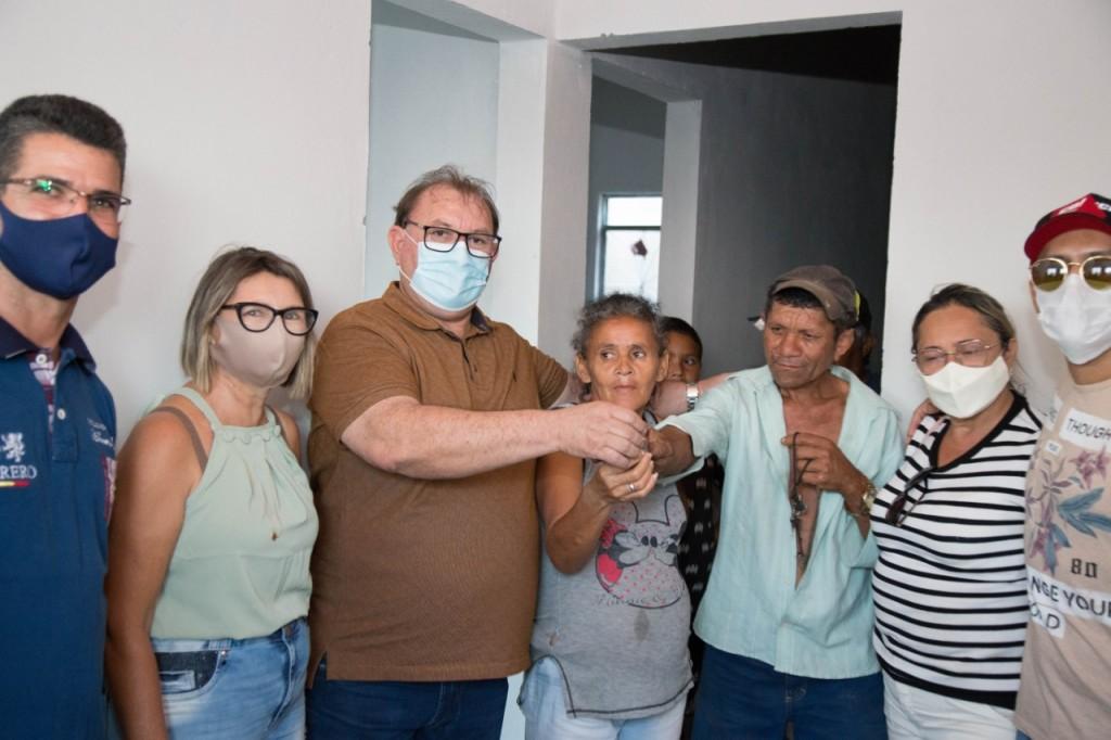 Prefeito Marcos realiza a entrega de casas na Bela Vista
